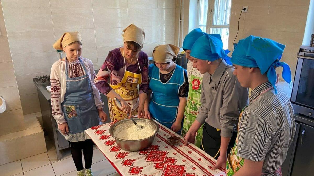 В Днепре дети испекли паски для одиноких пенсионеров (Фото/Видео). Афиша Днепра