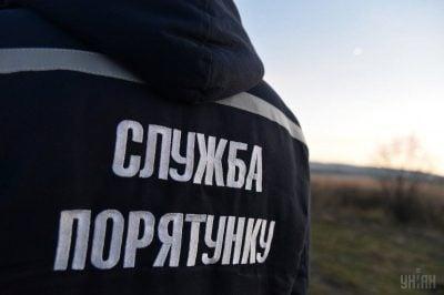 На Дніпропетровщині врятували вагітну дівчину, яка залізла на дерево і не змогла спуститись